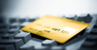 Carte bancaire sur clavier