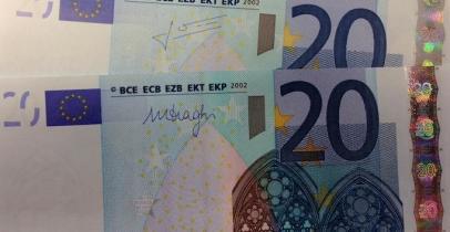 Les Billets En Euros Signes Draghi Font Tousser Les Automates