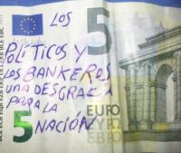 Un message écrit en espagnol sur un billet de 5 euro