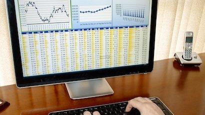 Saisie de données boursières sur un ordinateur
