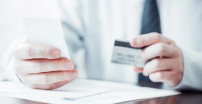Smartphone et carte bancaire