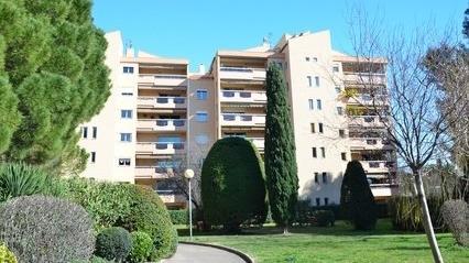 Deux immeubles en France