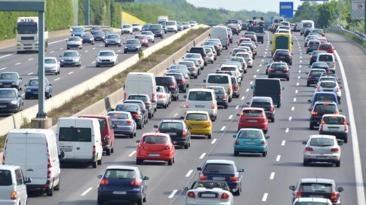 Circulation automobile sur autoroute