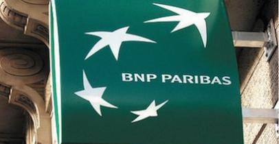 Logo devant une agence BNP Paribas en 2004
