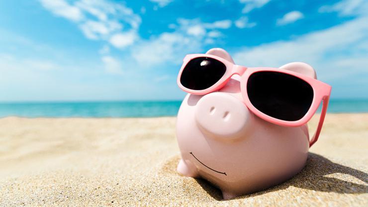 Tirelire cochon à la plage