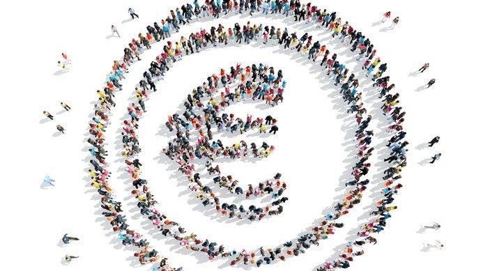 """Une foule formant le signe """"euro"""""""