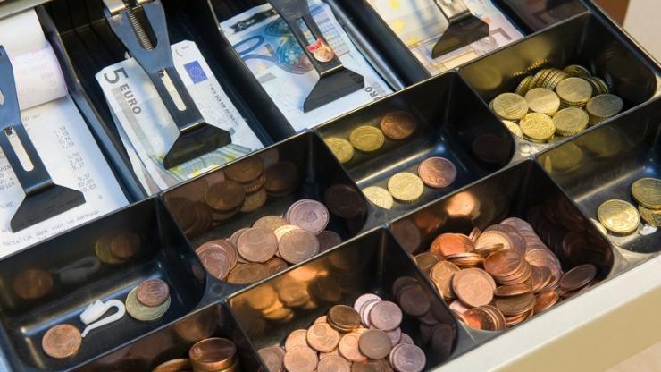 Euros dans une caisse enregistreuse