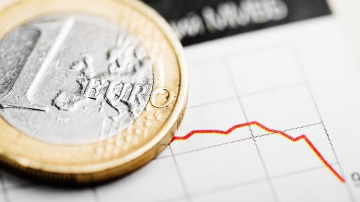 Courbe en baisse et pièce de 1 euro