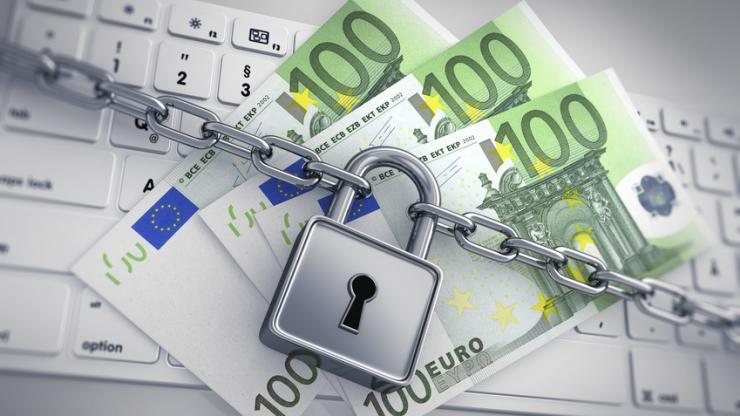Billets de 100 euros verrouillés sur un clavier