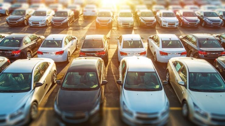 Stock de voitures neuves