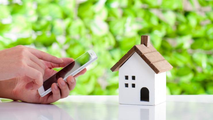 Une maison et un mobile