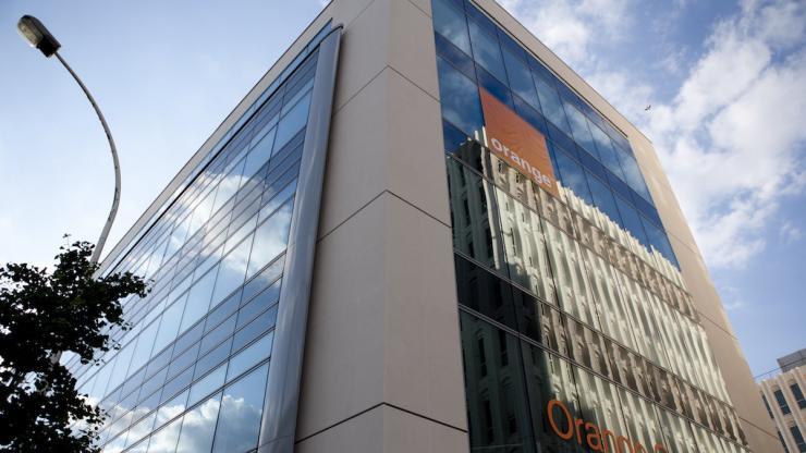 Présente l'offre 100% mobile d'Orange Bank — Orange