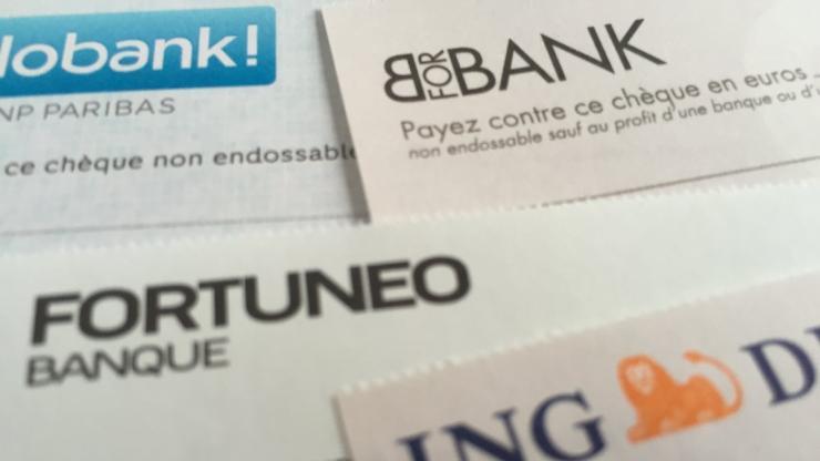 Des chèques de banques en ligne