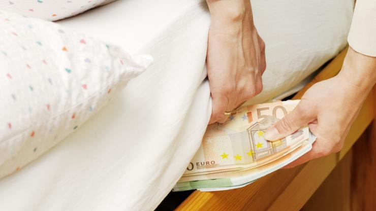 les fran ais se remettent ils cacher de l 39 argent sous leur matelas. Black Bedroom Furniture Sets. Home Design Ideas