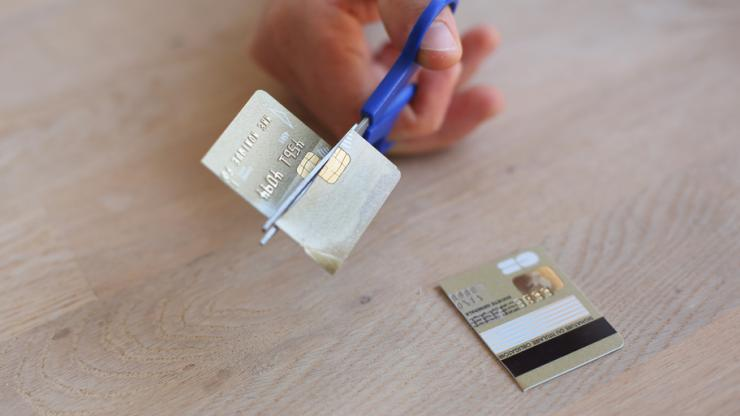 Carte bancaire coupée