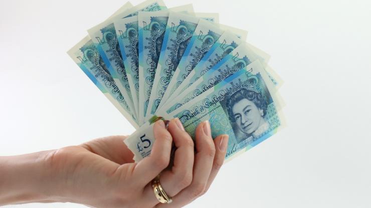 Le Nouveau Billet De 5 Livres Sterling Est En Plastique