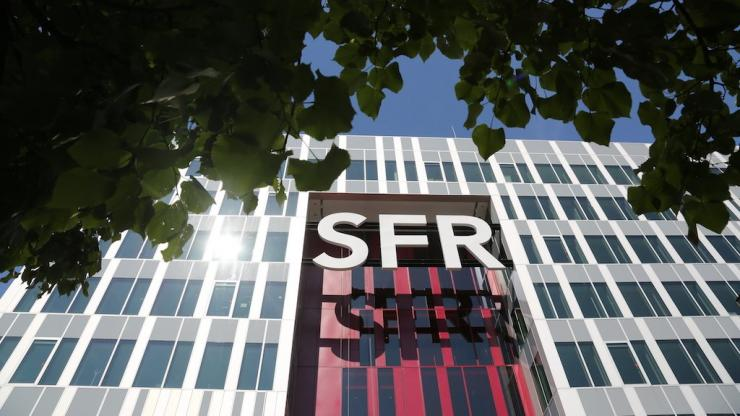 Façade du campus SFR à Saint-Denis