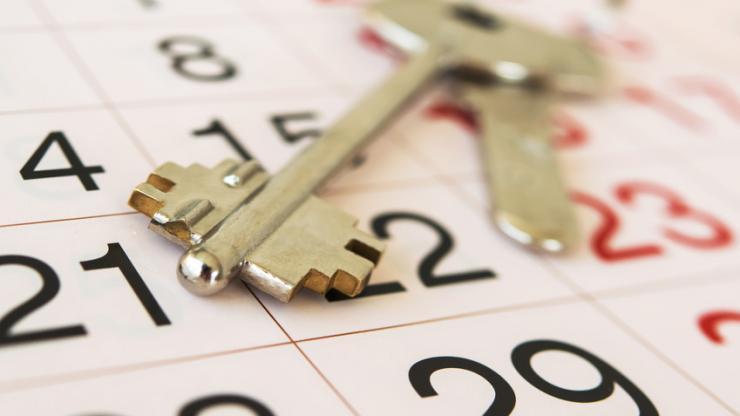 Un clé sur un calendrier
