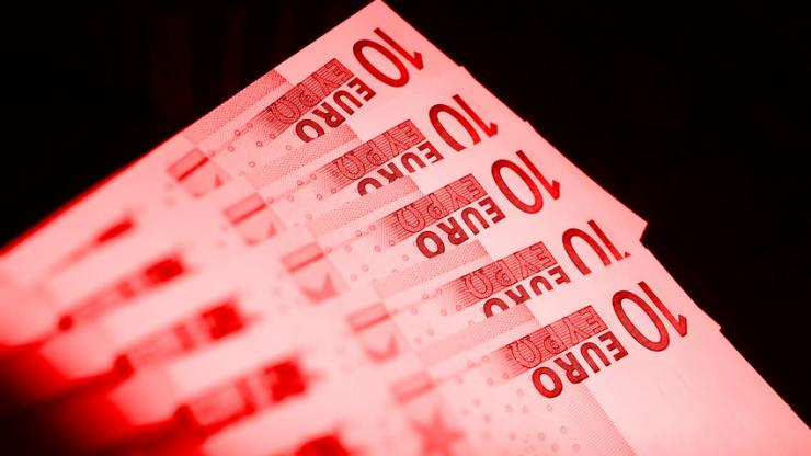 Billets de 10 euros en rouge