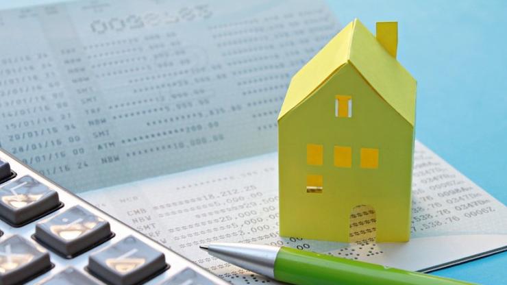 Une maison et une calculatrice