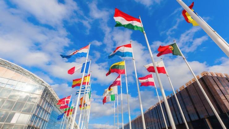Drapeaux européens sur le Kirchberg à Luxembourg