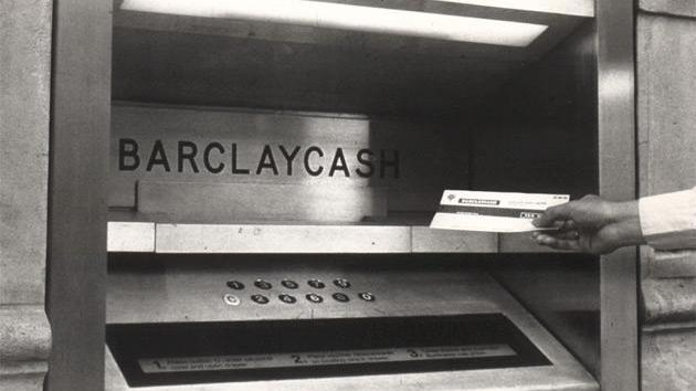 Image du premier DAB au monde, installée à Londres en 1967 par Barclays