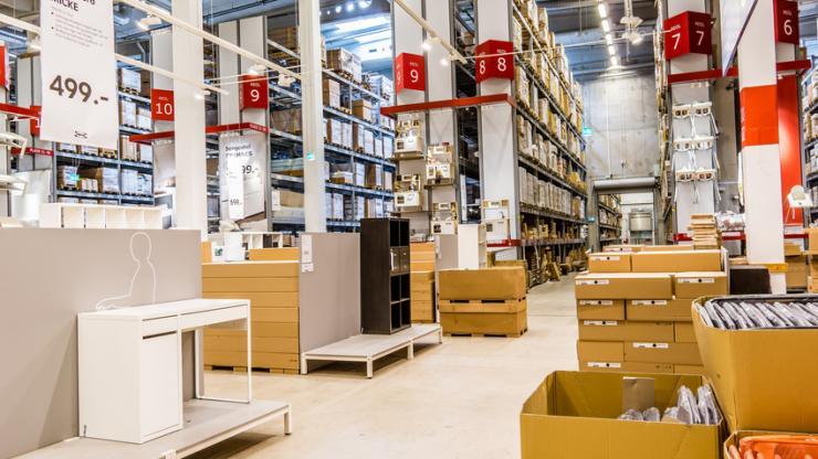 Travées d'un entrepôt Ikea