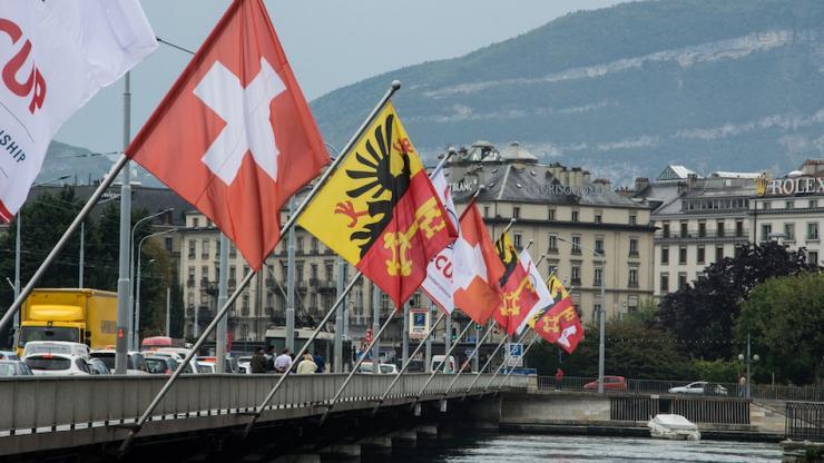 drapeaux suisses