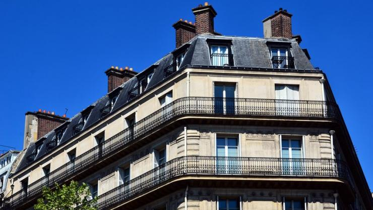 Un immeuble haussmanien à Paris