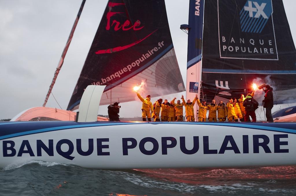 Loïck Peyron remporte le Trophée Jules-Verne le 7 janvier 2012 à Brest