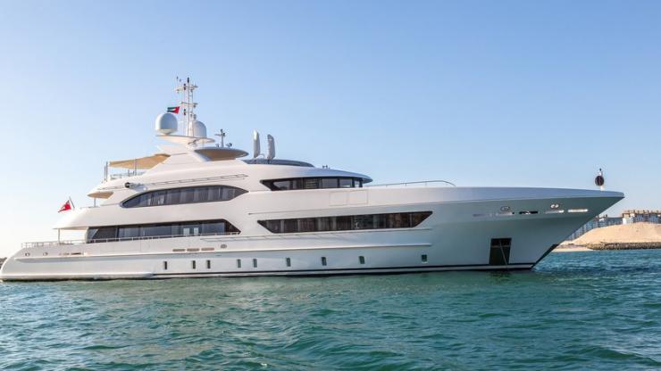 Yacht à moteur privé