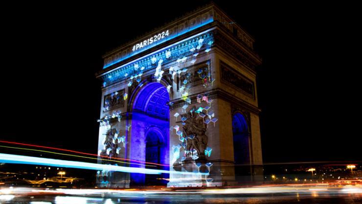 Arc de Triomphe éclairé par les jeux olympiques Paris 2024