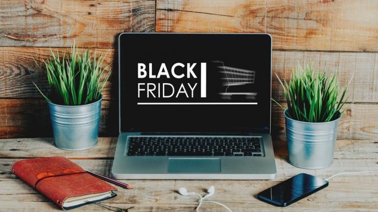 Publicité Black Friday sur l'écran d'un ordinateur portable