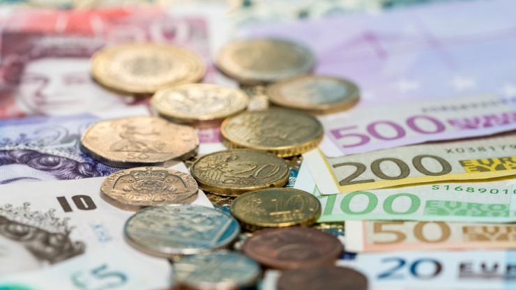 Billets et pièces en euros et en livres sterling