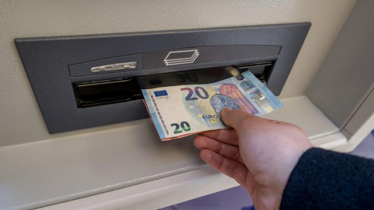 Retrait à un distributeur automatique de billets