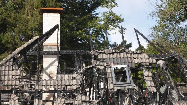 Maison en ruine après un incendie