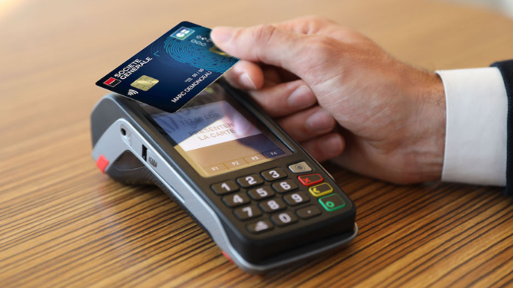 paiement avec une carte bancaire biométrique de la Société Générale