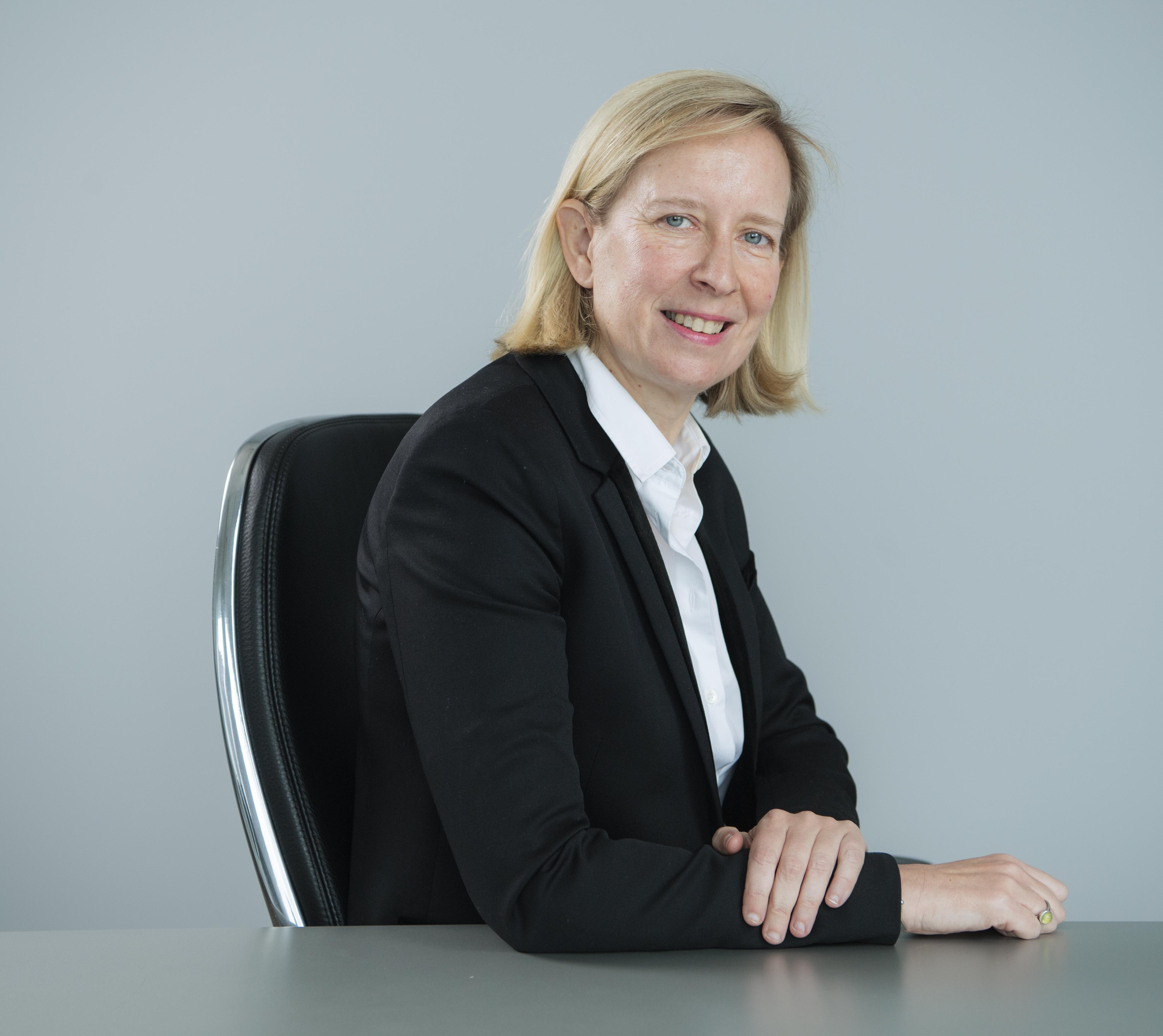 Marie Cécile Plessix, AXA Banque