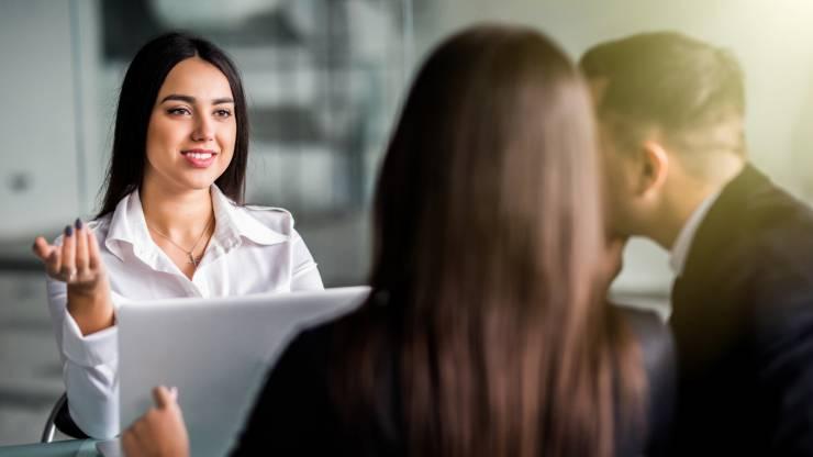 conseiller bancaire et ses clients