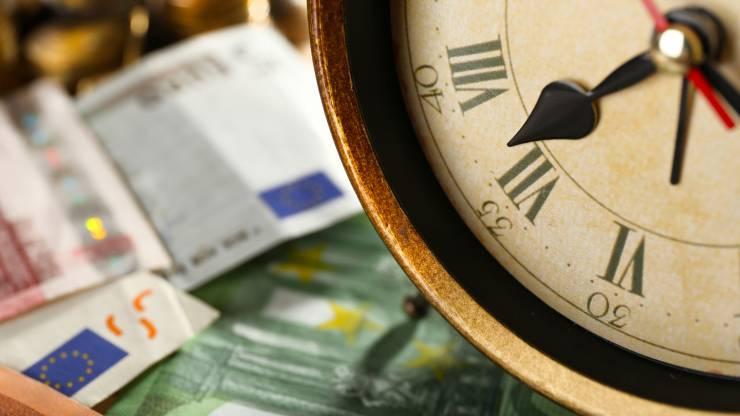 Billets et horloge