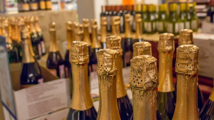 Cartons de bouteille de champagne en grande surface