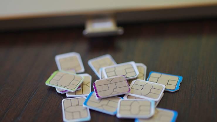 Cartes Sim devant un mobile