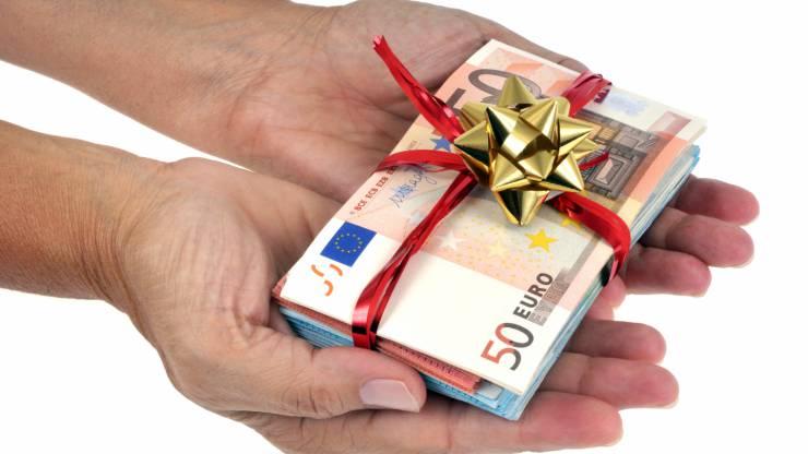 Des billets de 50 euros en guise de cadeau