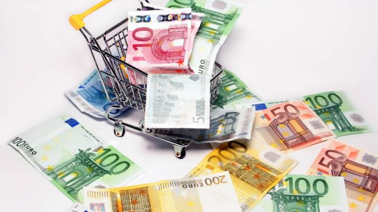 cadis avec des billets en euros