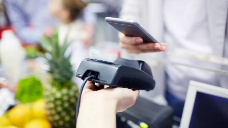 Paiement mobile sans contact au supermarché