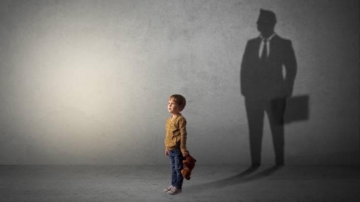 enfant rêvant de devenir banquier