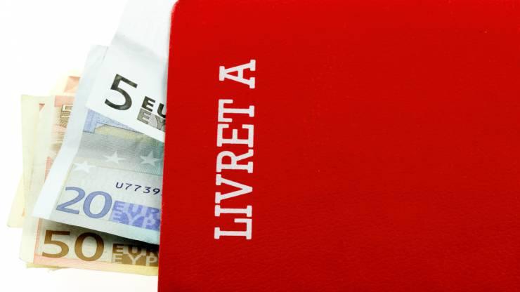 Livret A garni de billets en euros