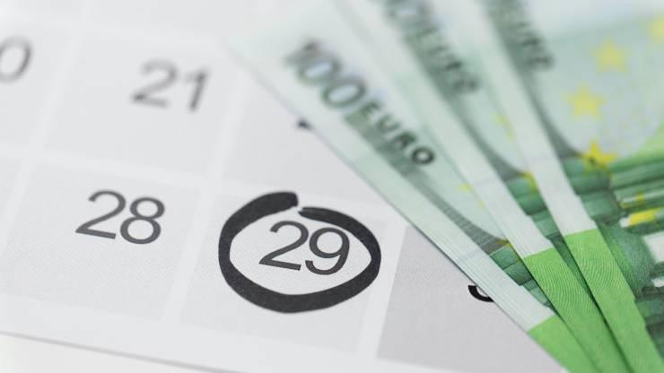 Des billets et un calendrier