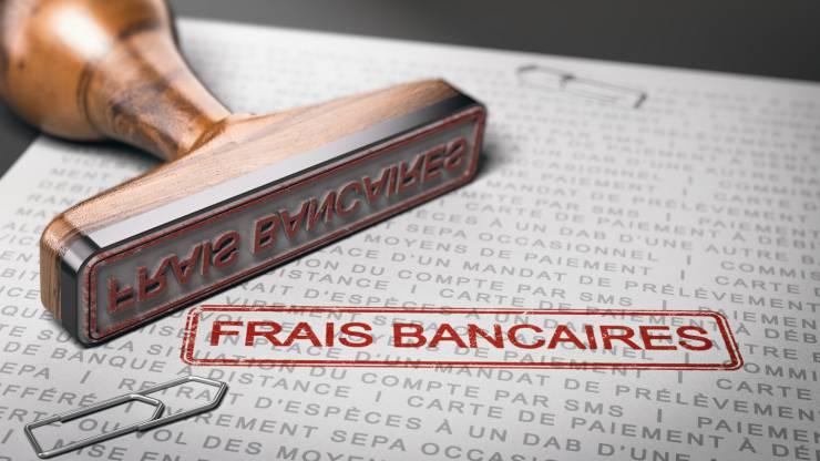 Coup de tampon Frais bancaires sur un document